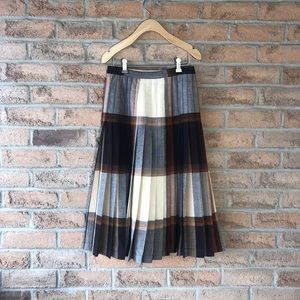 HIGHLAND QUEEN   Plaid pleated vintage wool skirt